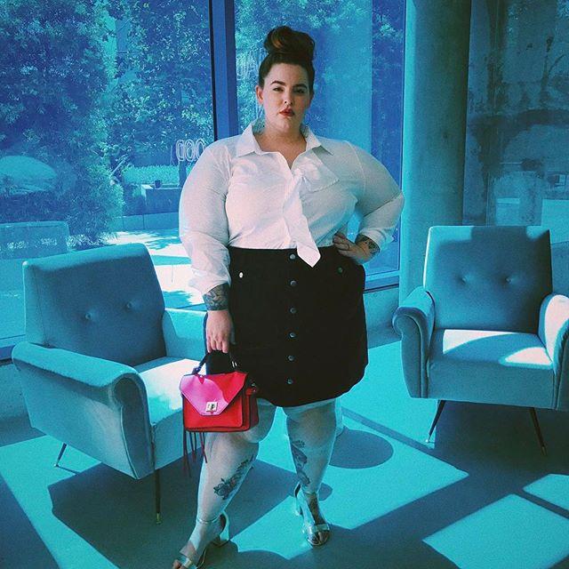 Девушка без комплексов: 155-килограммовая модель Тесс Холидей опубликовала фото в прозрачном белье