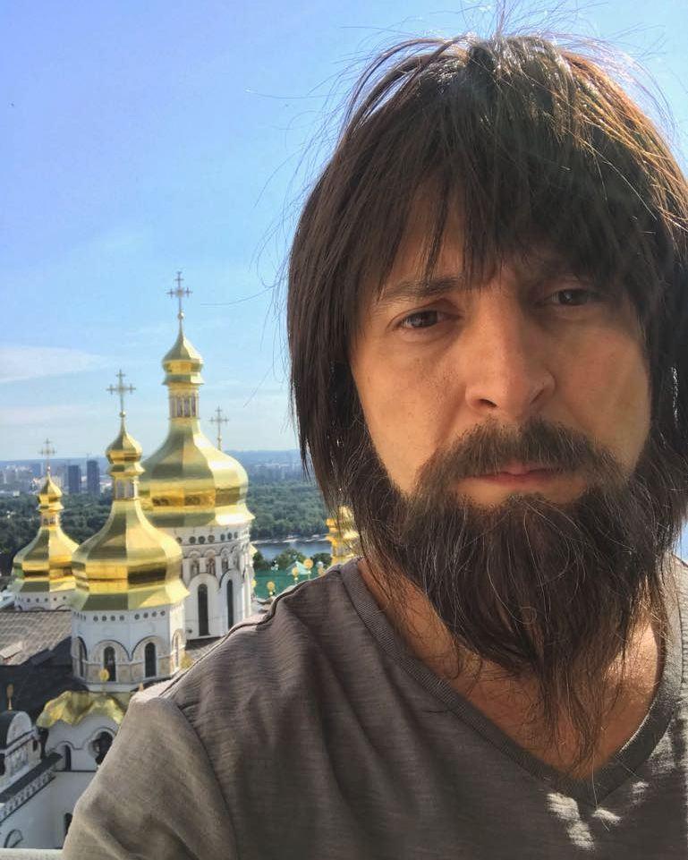 Владимир Зеленский отрастил длинную бороду и стал священником