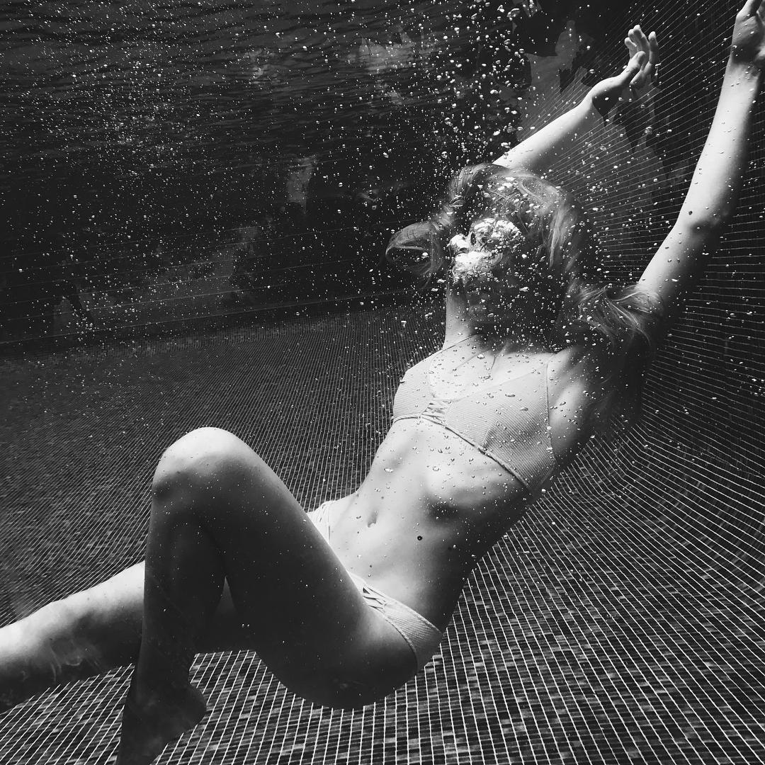 Мамина копия: дочь Веры Брежневой восхищает фигурой в купальнике