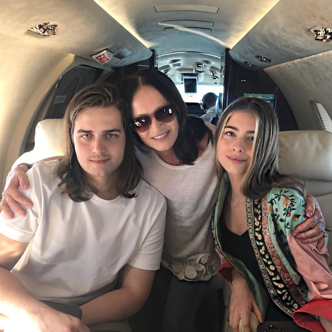 Вечно молодая София Ротару восхищает стильным нарядом на отдыхе с семьей