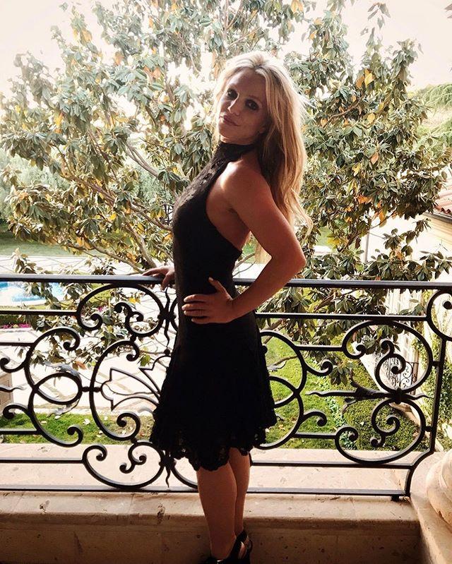 Совсем исхудала: поклонники обсуждают осиную талию Бритни Спирс на новом фото