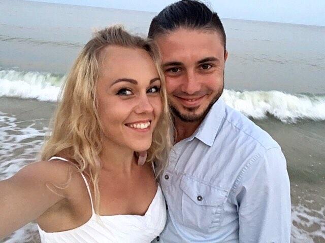 Искренне и нежно: Alyosha опубликовала редкое селфи с мужем Тарасом Тополей