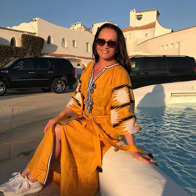 В стильной вышиванке и кроссовках: София Ротару отмечает 70-летие на отдыхе в Италии с семьей
