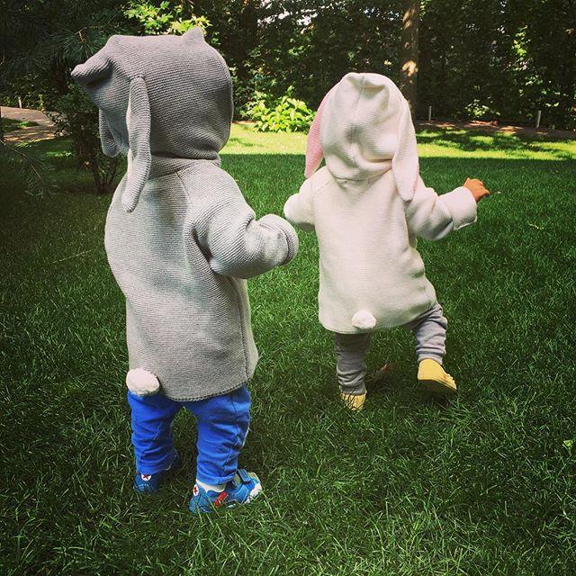 Мамины хвостики: Елена Кравец публиковала умилительное фото подросших двойняшек