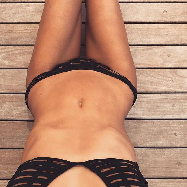 Стройная фигура и минимум макияжа: Инна Цимбалюк засыпала сеть снимками с пляжа