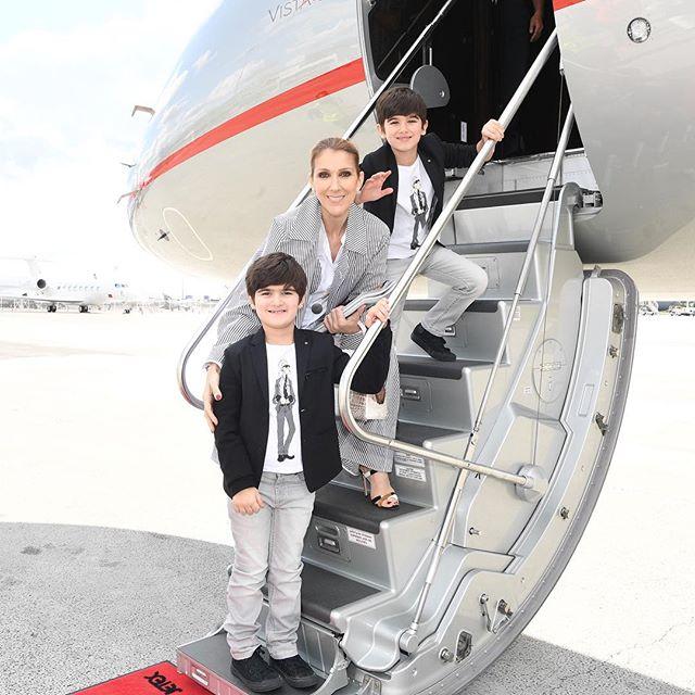 Маленькие джентльмены: Селин Дион позирует с сыновьями-близнецами