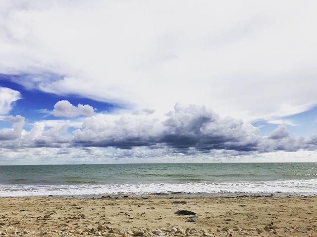 Даутцен Крус обескуражила поклонников откровенным фото на пляже: забыла о купальнике?