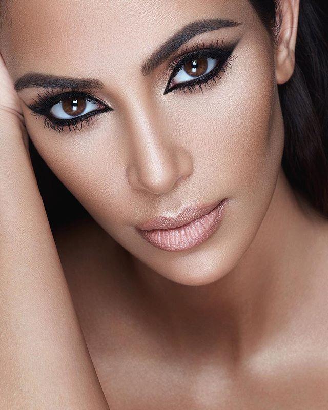 Идеальная красота: Ким Кардашьян опубликовала серию восхитительных фото крупным планом