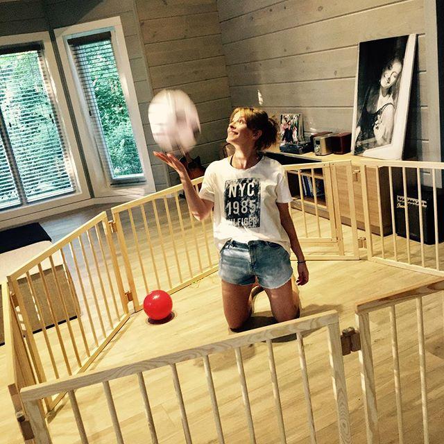 Счастливая мама: Елена Кравец умилила снимком маленьких сына и дочери