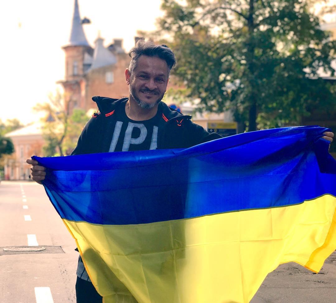 Архивные фото и теплые слова: как звезды поздравили Украину с Днем Независимости