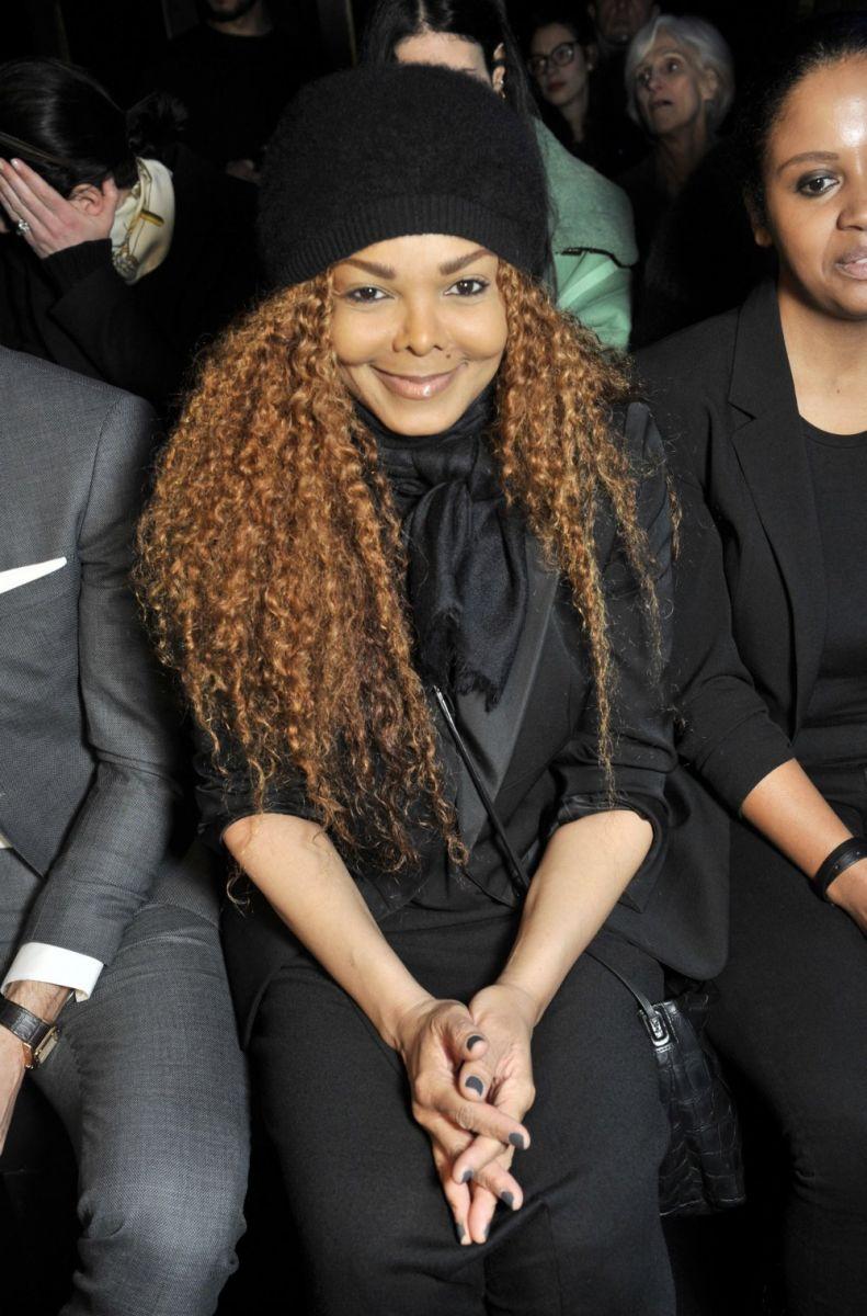 Официально: 50-летняя сестра Майкла Джексона ждет первенца