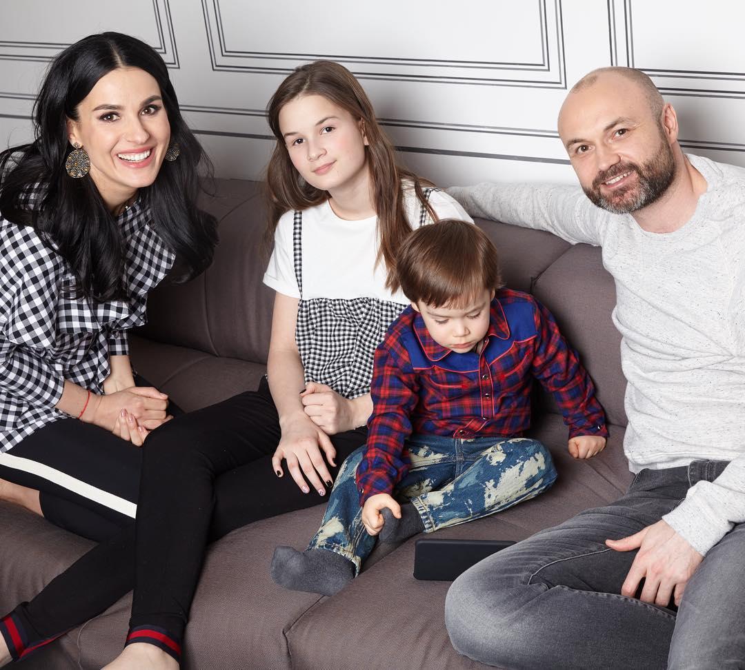 Редкое фото: Маша Ефросинина показала свою красивую семью