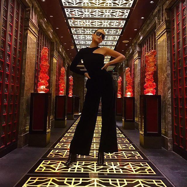 Белла Хадид восхищает поклонников эффектными фото с Китая
