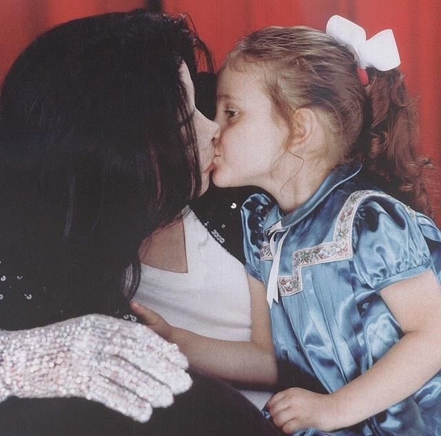 Дочь Майкла Джексона опубликовала невероятно трогательное послание к отцу