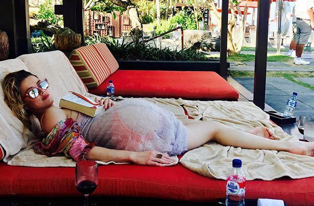 Отпуск продолжается: Эмбер Херд засыпала сеть яркими фото с Бали