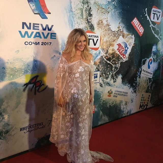 52-летняя Таисия Повалий вышла в свет в полупрозрачном платье