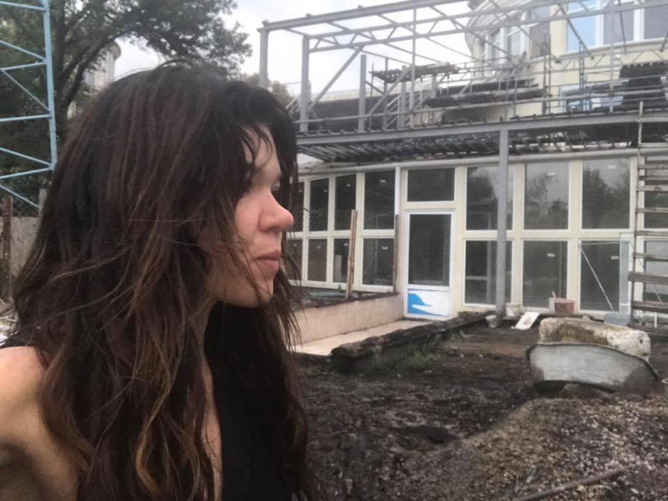 Из-за молнии у Русланы сгорел дом