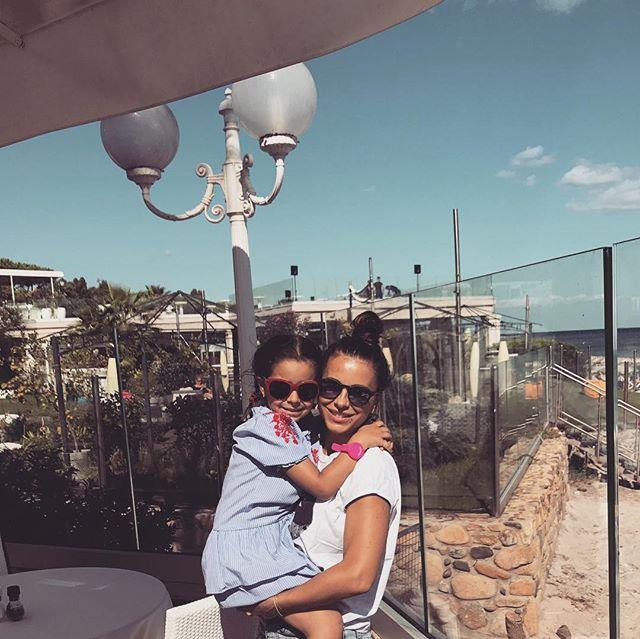 Итальянские каникулы: Ани Лорак позирует с малышкой дочерью