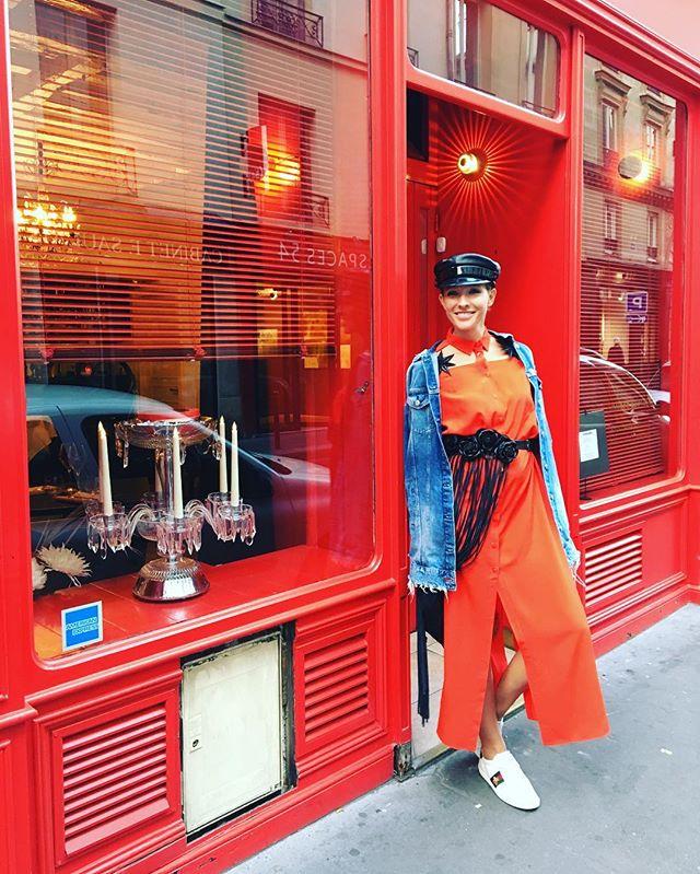 Когда макияж не нужен: Катя Осадчая гуляет по Парижу без косметики