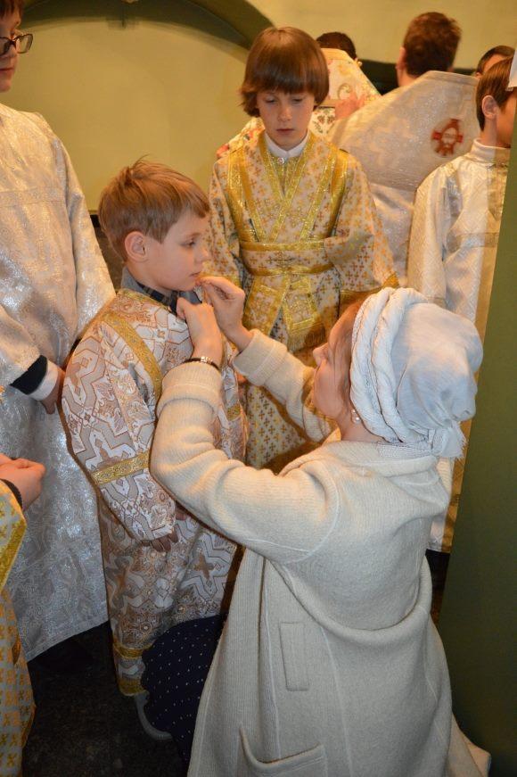 Сын Тины Кароль на Пасху впервые участвовал в церковной службе