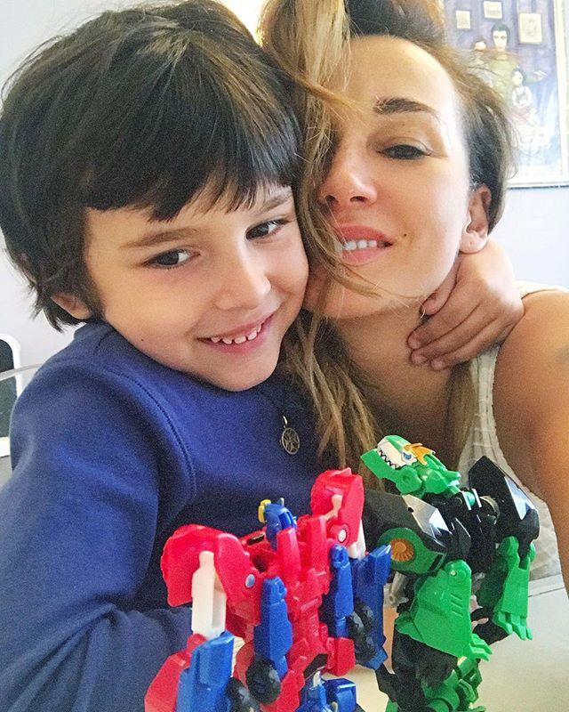 Семейная идиллия: Анфиса Чехова впервые за долгое время опубликовала семейное фото с мужем и сыном