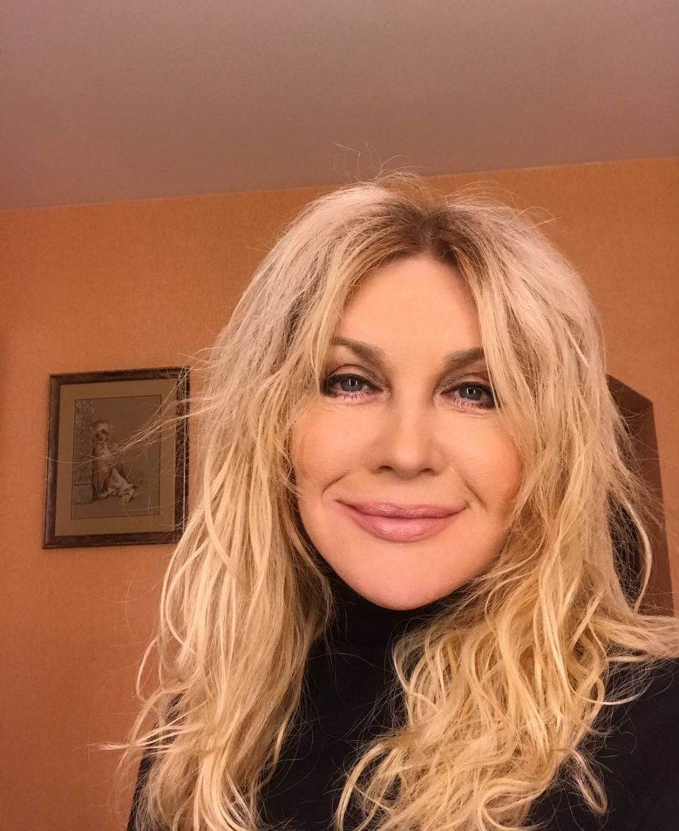 Неувядающая красота: 52-летняя Таисия Повалий восхищает стройным тело и молодым лицом