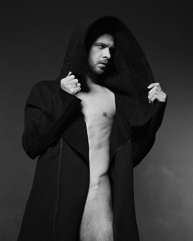 Макс Барских обескуражил сексуальным фото в стиле ню