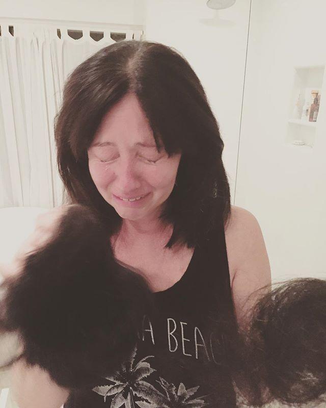 """Шэннен Доэрти шокировала снимком с выпадающими волосами: """"Я помню это, как вчера"""""""