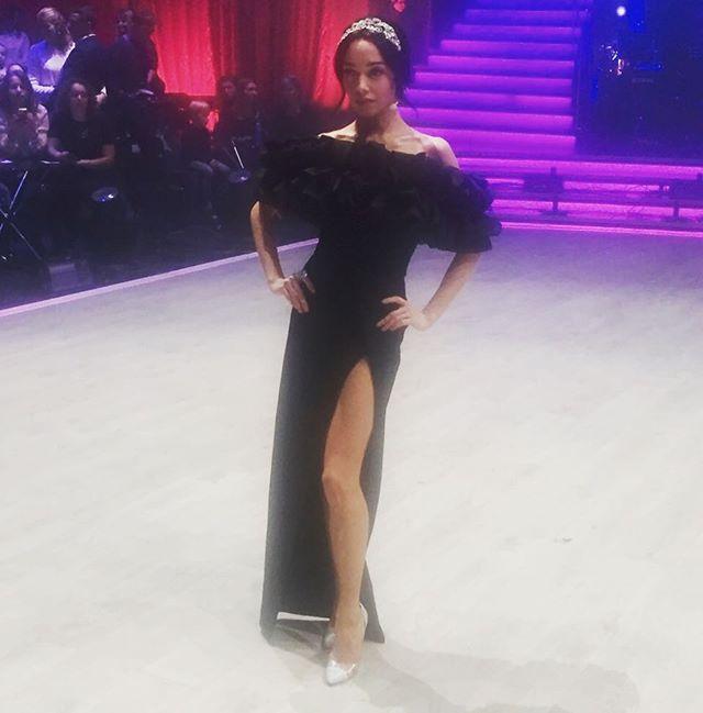 Леди соблазн: Екатерина Кухар появилась на публике в платье с сексуальным разрезом