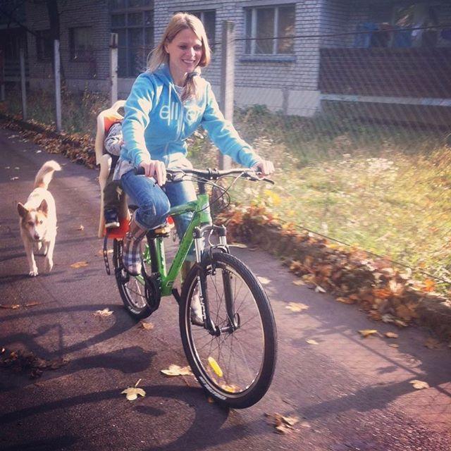 На велосипеде с сыном: новое фото Ольги Фреймут взрывало сеть