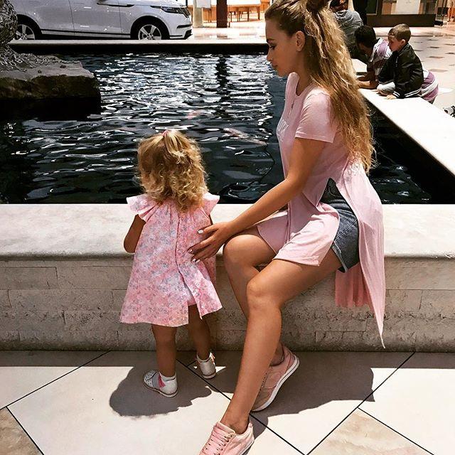 Мамина копия: новые фото подросшей кудряшки-дочери Яны Соломко