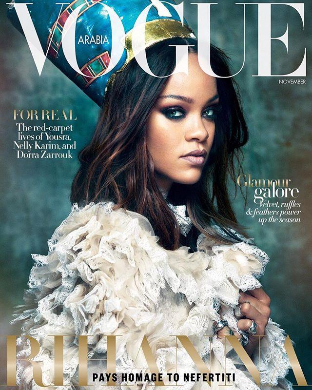 Современная Нефертити: Рианна предстала в ярком образе на обложке Vogue