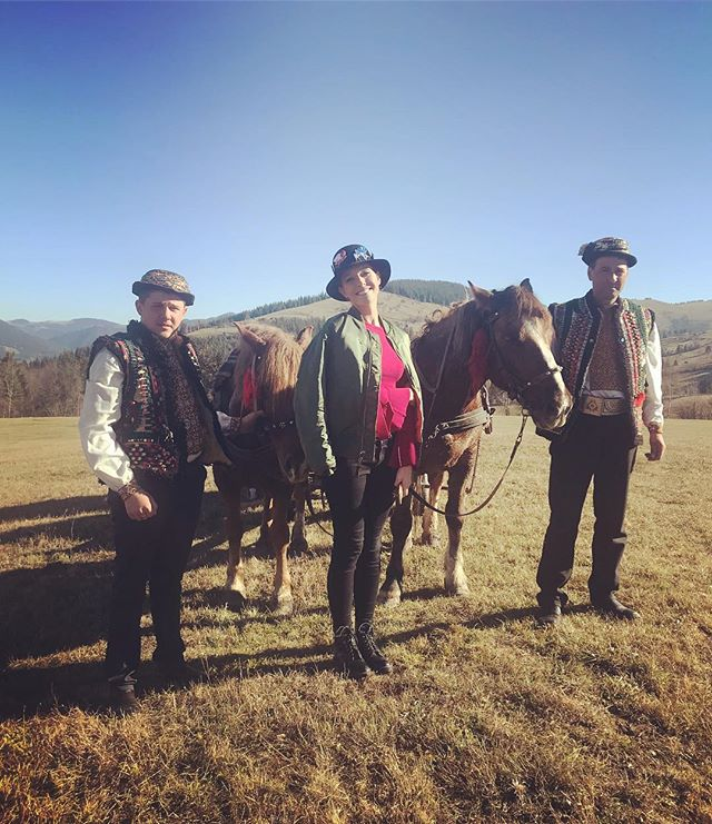 Две гуцулки: Катя Осадчая и Мария Яремчук оторвались в Карпатах