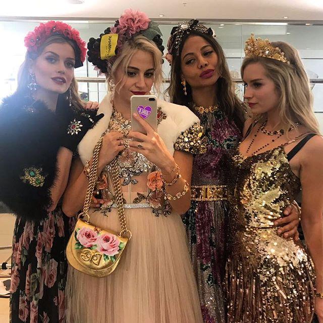 Племянница принцессы Дианы вышла на подиум модного показа