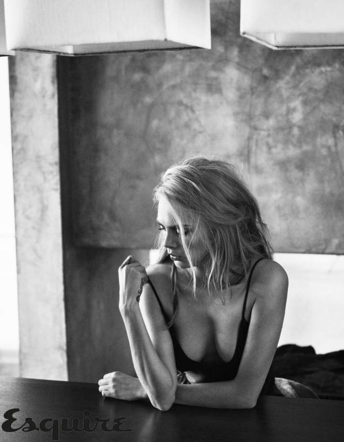 Кара Делевинь полностью оголилась для новой фотосессии Esquire