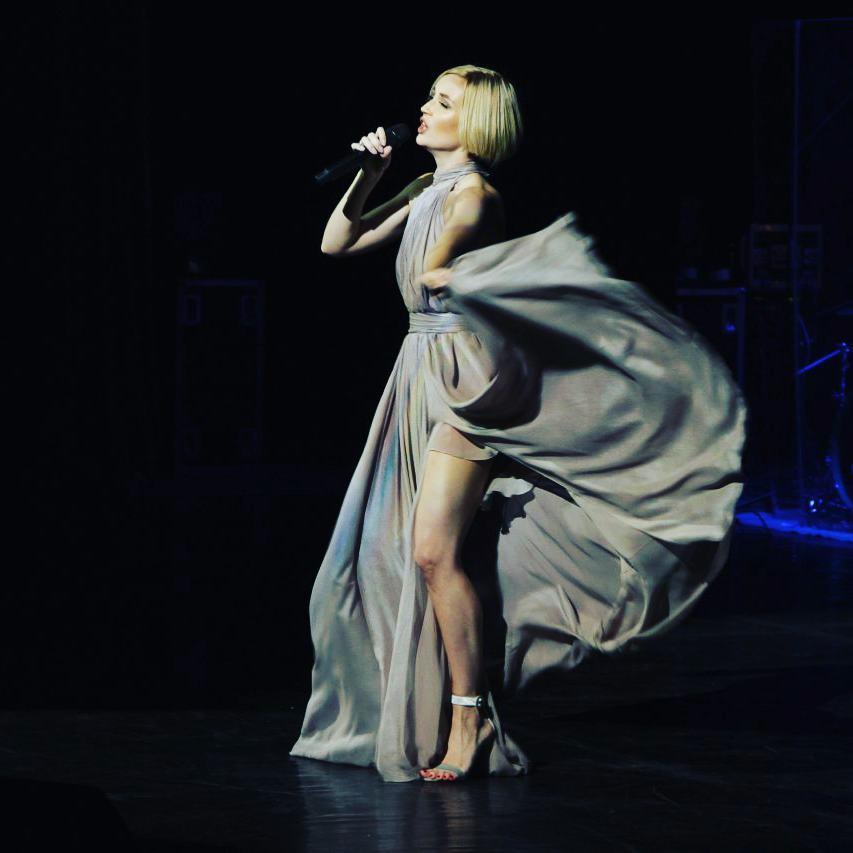 Как похудела! Полина Гагарина восхитила точеной фигурой в откровенном платье