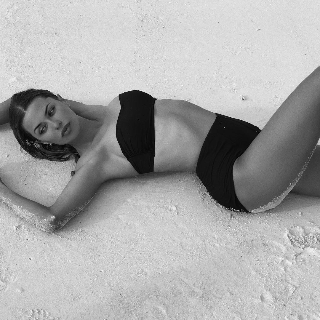 37-летняя Виктория Боня похвасталась идеально фигурой на пляже