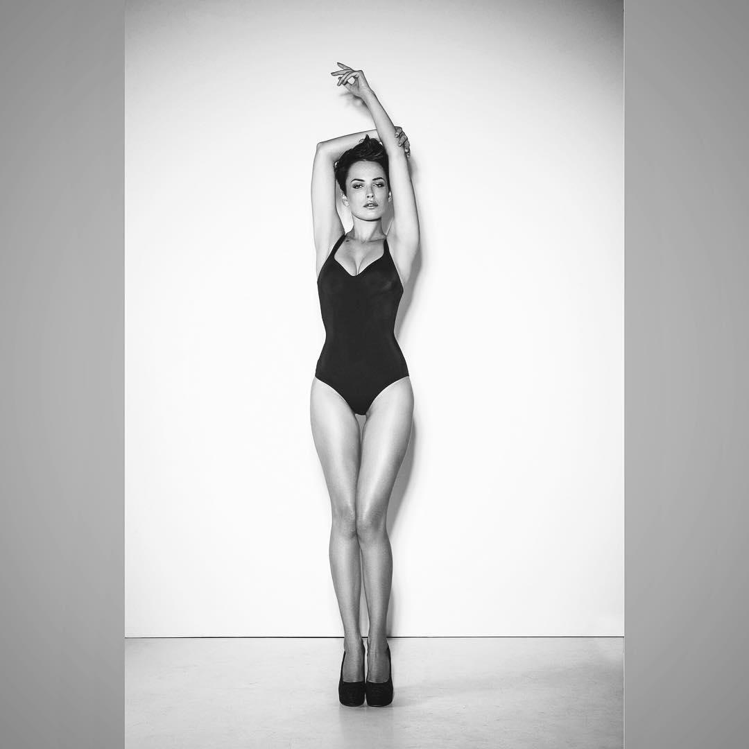 Идеальное тело: Даша Астафьева взорвала сеть снимком в облегающем боди