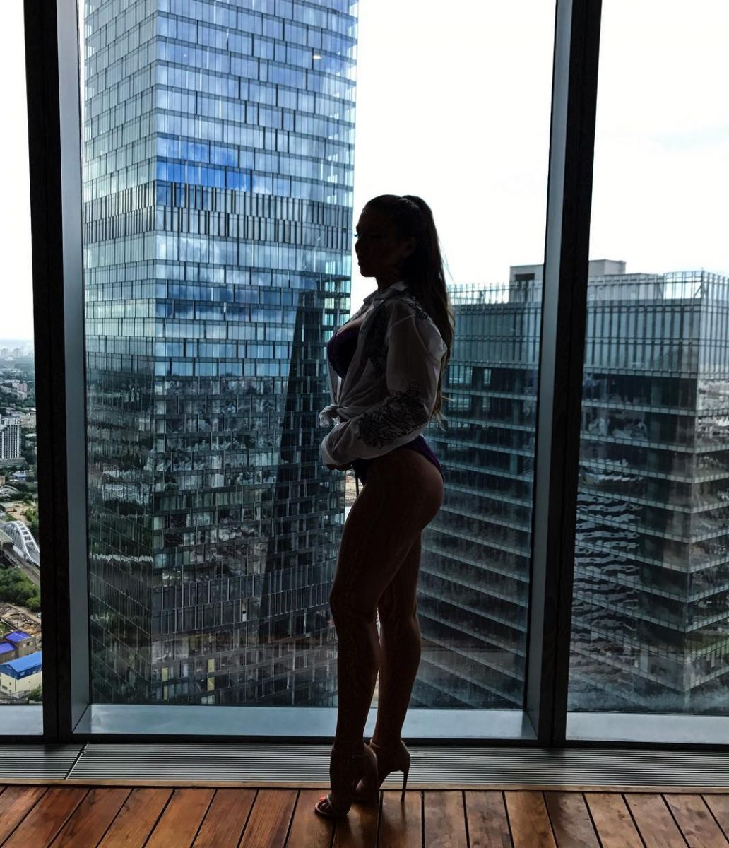 Какая фигура! Анна Седокова соблазняет аппетитными формами в нижнем белье