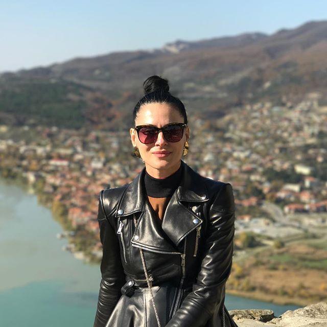 Солнечный уикенд: Маша Ефросинина путешествует по Грузии