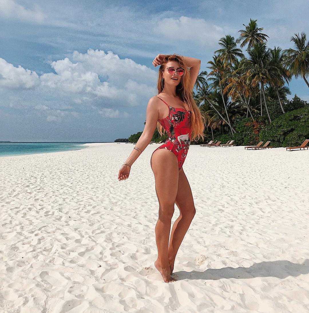 "Экс-""ВИА Гра"" Таня Котова взорвала невод пляжными снимками во бикини"