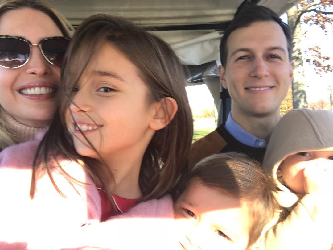 Примерная семья: Иванка Трамп растрогала милым фото с мужем и детьми