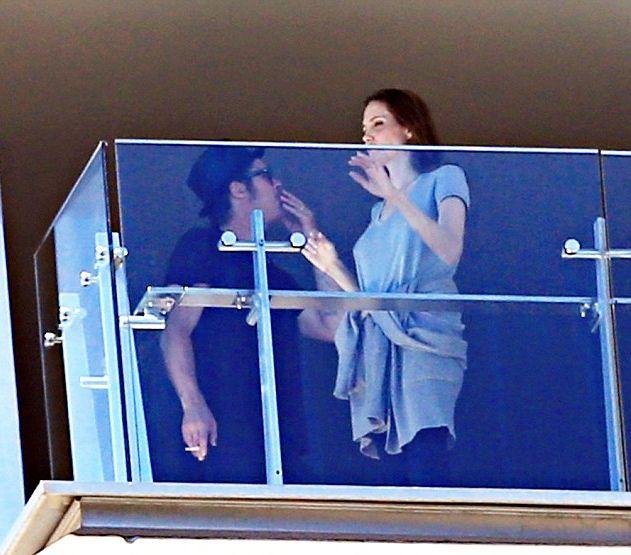 Анджелина Джоли начала курить