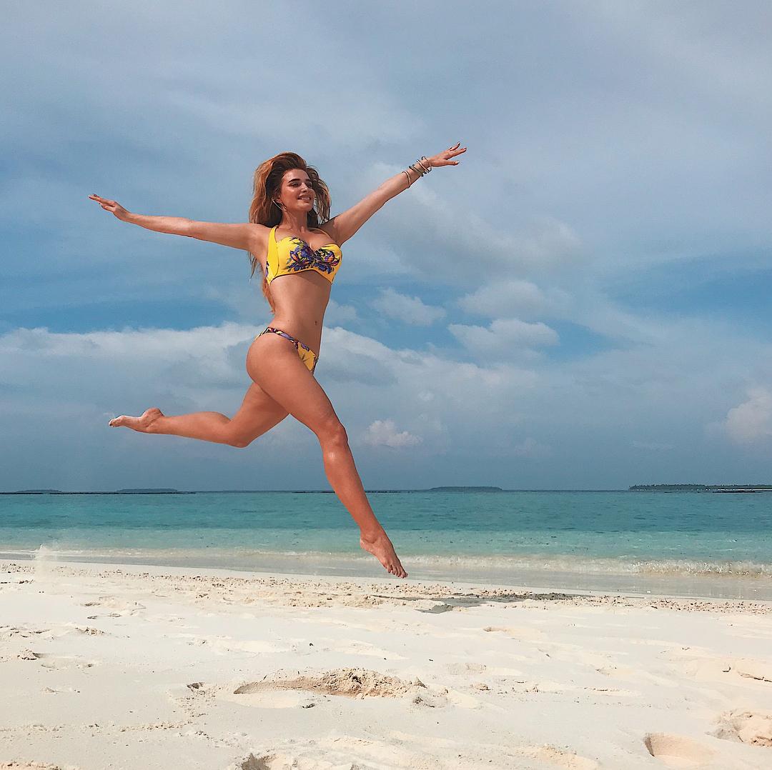 """Экс-""""ВИА Гра"""" Татиана Котова взорвала трал пляжными снимками на бикини"""