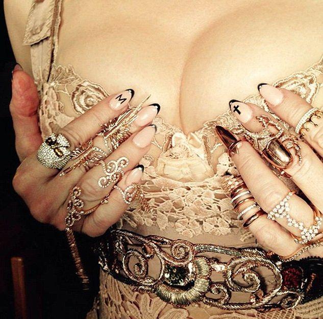 Мадонна поделилась провокационным снимком