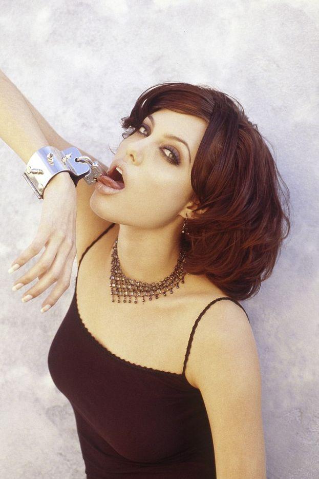 В сеть попали пикантные снимки полуобнаженной Анджелины Джоли