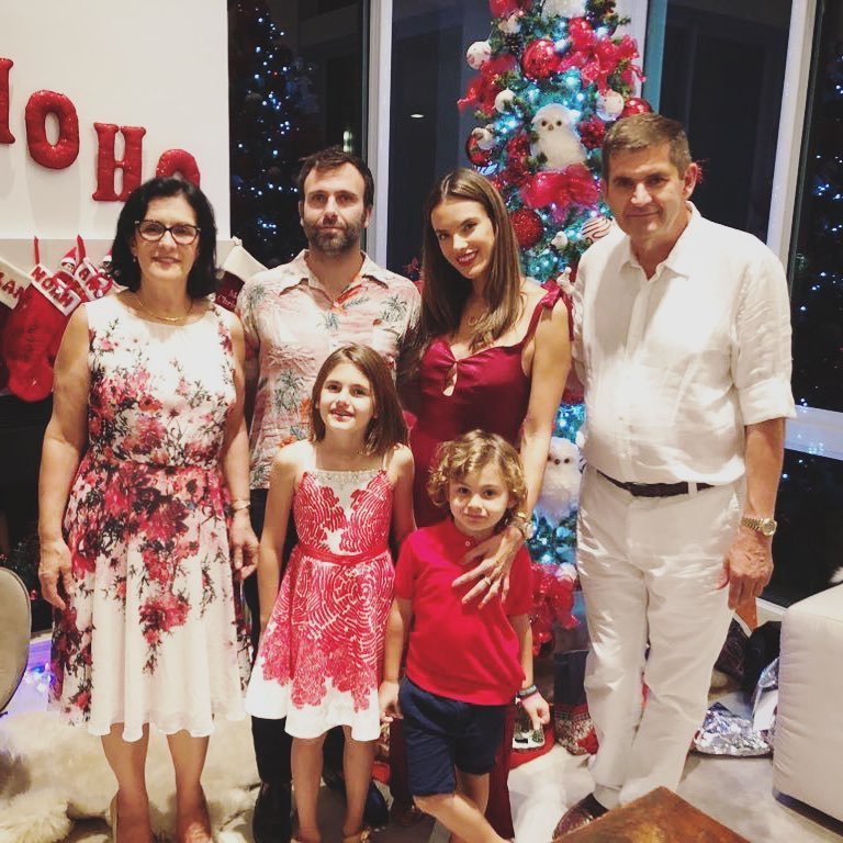 Даниил Страхов / даниил страхов с женой и детьми