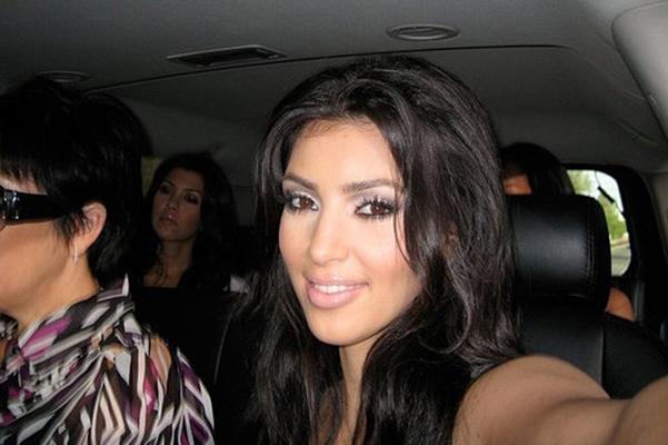 Легендарный момент: в сеть попало видео, как Ким Кардашьян делает первые селфи 10 лет назад