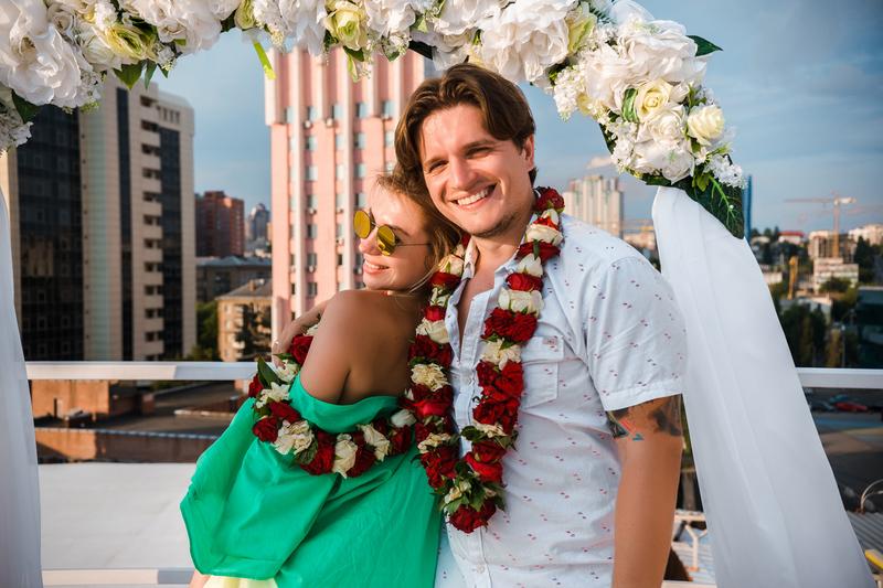 Анатолий Анатолич и его жена устроили гавайскую свадьбу