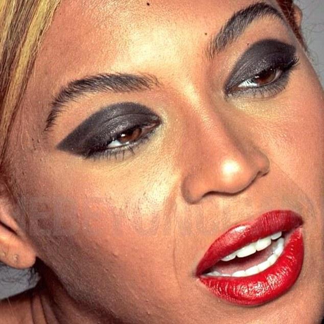 Бейонсе без фотошопа: в сеть попали шокирующие необработанные фотоснимки певицы
